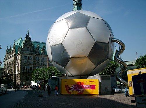 fussball-globus.jpg