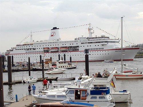 Hamburger Hafen - Kreuzfahrtschiff Deutschland