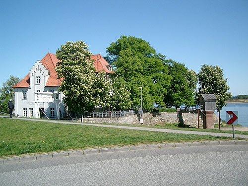 Zollenspieker Faehrhaus - an der Elbe - Vierlanden