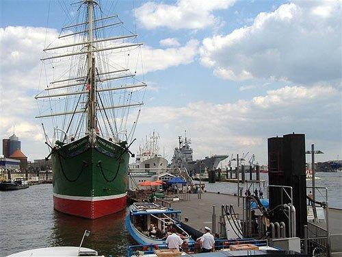 Museumsschiffe Rickmer Rickmers und Cap San Diego