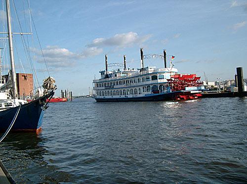 Louisiana Star Schaufelraddampfer im Hamburger Hafen