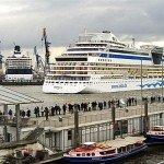 Hamburg - AIDAbella im Hamburger Hafen