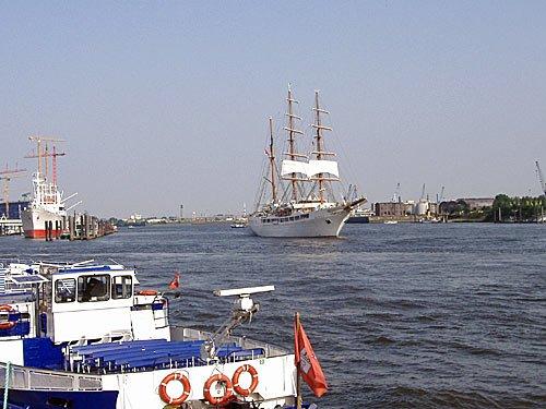 Die Sea Cloud II in Hamburg