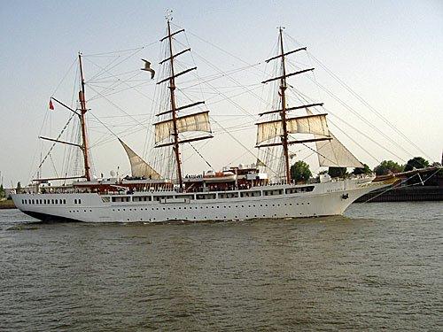 der Luxussegler See Cloud II in Hamburg