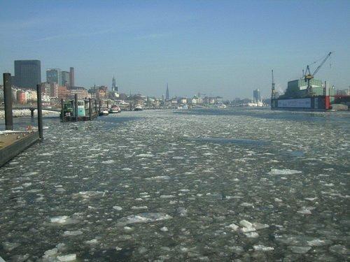 Hafenfaehre Neumuehlen Hamburg Landungsbruecken