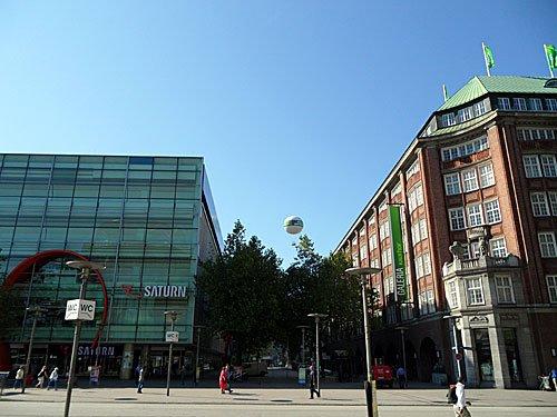 Die Mönckebergstraße in Hamburg