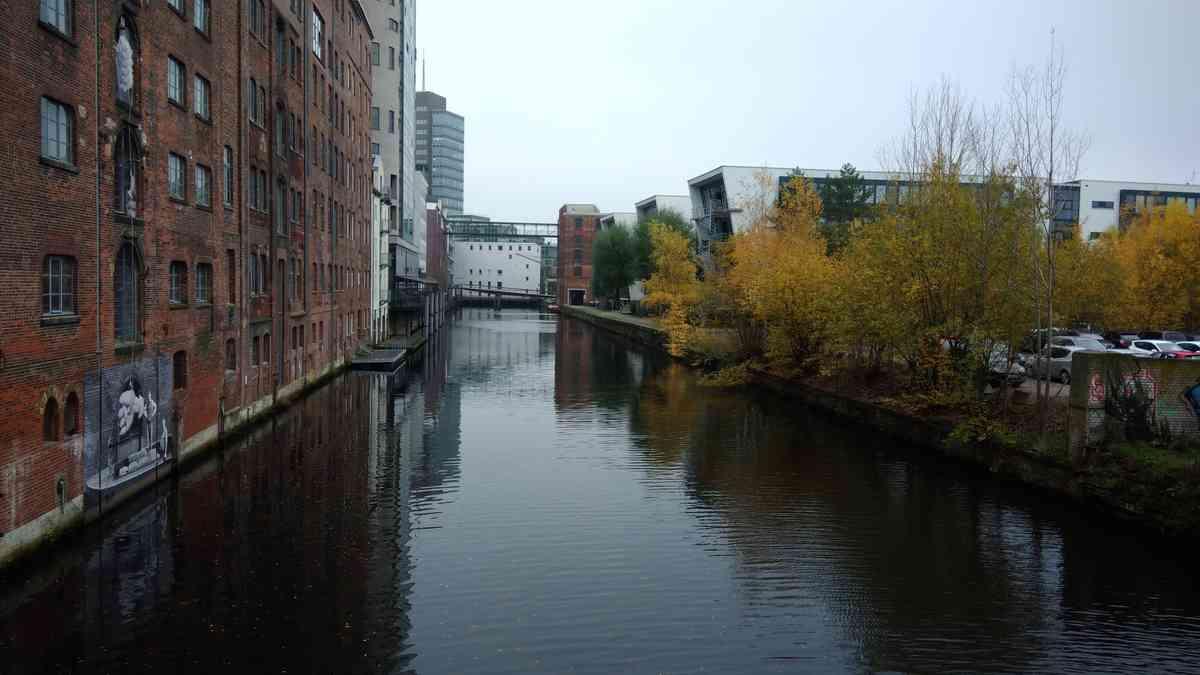 Herbstbild Hamburg Harburg beim Fleethaus